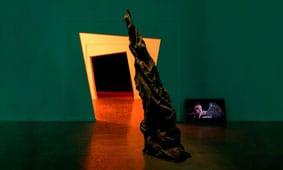 ניתוח לב פתוח: שיח גלריה מיוחד בתערוכה בהשתתפות האוצר בר ירושלמי, מעצב התאורה יואב בראל, מעצב הסאונד בניה רכס ומעצב התערוכה איל זקין.